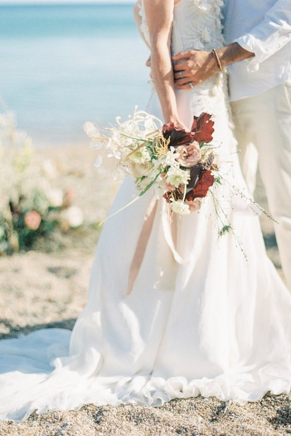 Dreamy-Greek-Beach-Picnic-Elopement-In-Neutral-Elisabeth-Van-Lent-29